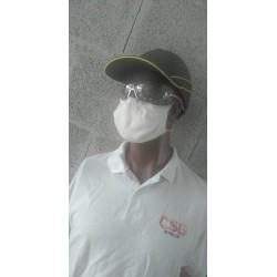 Masque avec lunettes et casquette coquée